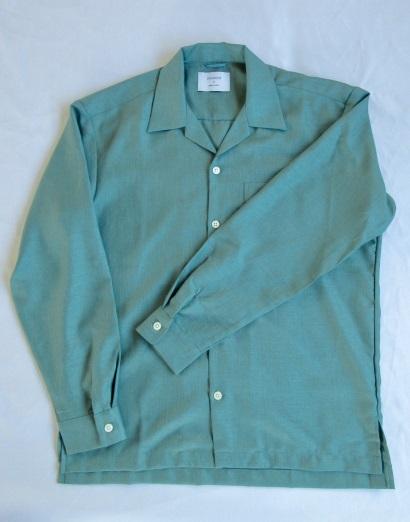 """baa64a5d798 ステュディオスのゾゾタウン限定のオープンカラーシャツです。一番の魅力は、生地の抜群の光沢感。ポリエステル100%ながら、「ツイル」の名が示す""""綾織り""""の生地は、  ..."""