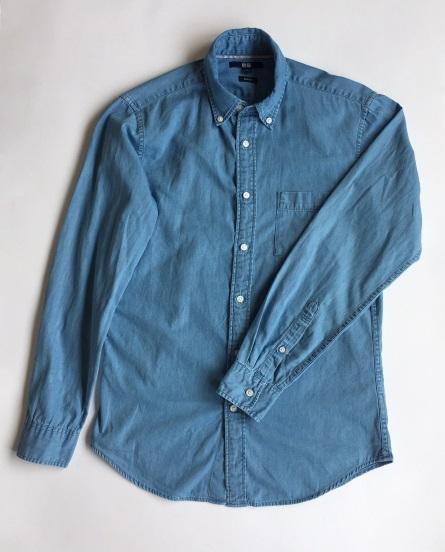 5f14485cff7 ユニクロのシャツは時に「サイズ感がゆるい」と批判されがちですが、このシャツは名前の通り細身。ユニクロの通常版の「デニムシャツ」と比べると、肩幅は1cm、身幅  ...