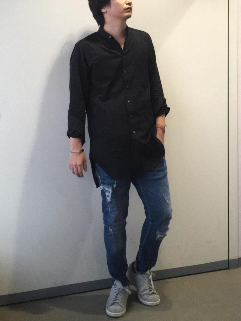 シャツ 黒 黒シャツ コーデ