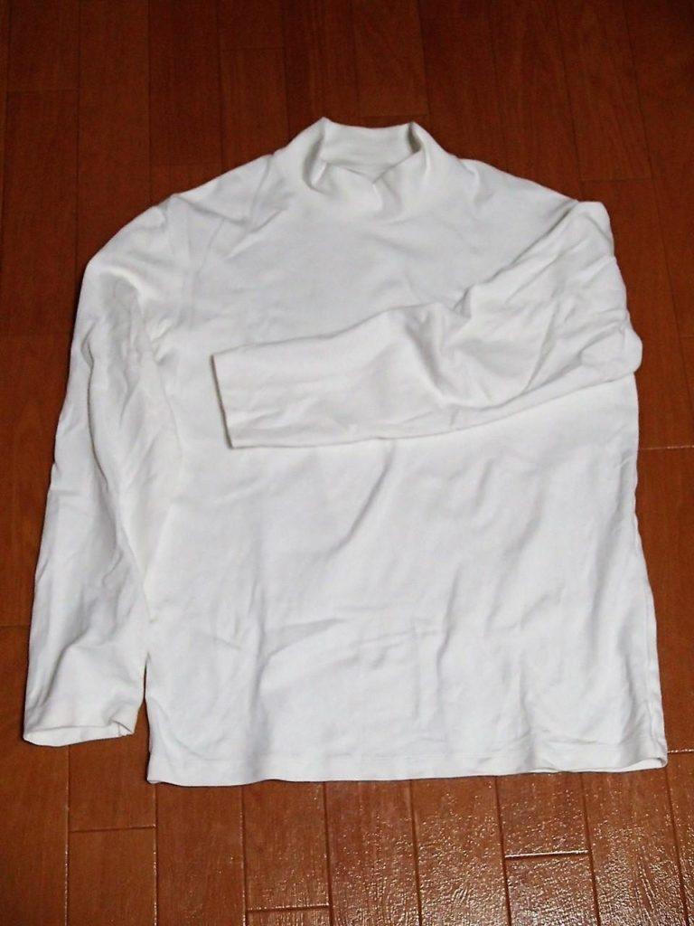26c4b746b27cd ユニクロのソフトタッチハイネックTシャツは、寒い時期には幅広い年齢から愛されるロングセラー商品です。その理由は着るとあたたかく、ふんわりとした肌触りのよさ  ...