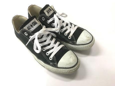 定番スニーカー「オールスター」は靴紐を変えるだけで