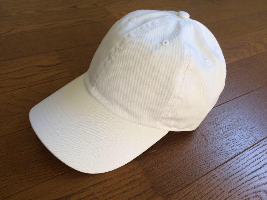 34bb8400231fe5 色はブラック、ホワイトが大人っぽくてお勧め。インディゴなどはどうしても子供っぽくなりやすいです。素材は綿100%。メンズ、レディース共に使えるキャップ。
